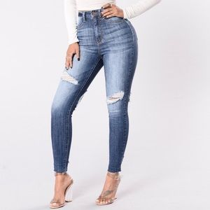 Fashion Nova ripped jeans 👖